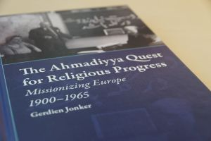 "Zum Artikel ""The Ahmadiyya Quest for Religious Progress: Missionizing Europe 1900-1965"""